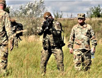 Ćwiczenia gwardzistów w niżańskim batalionie
