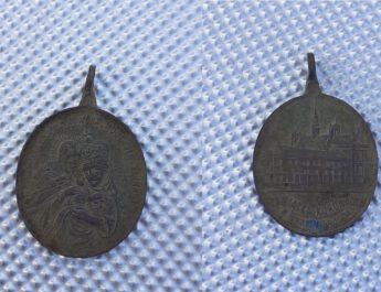 Uczniowie na zajęciach z wykrywaczem znaleźli cenny artefakt