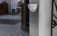 Woda święcona z automatycznego dozownika